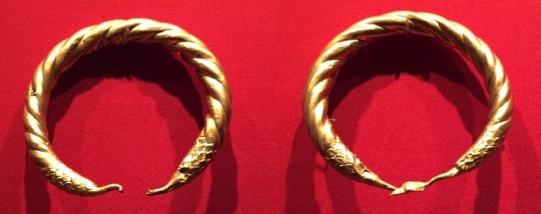 pair of armlets in gold from memphis-egypt